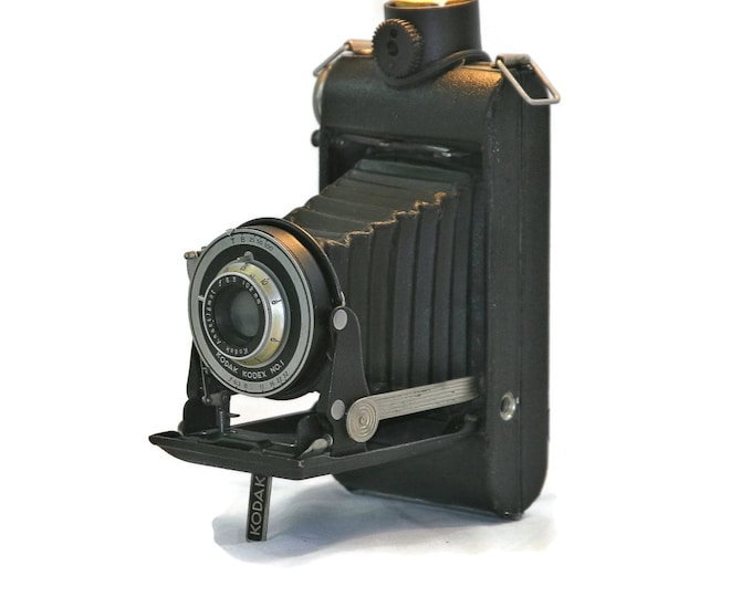 Vintage camera lamp. Kodak Kodex no 1. Great gift for photography lovers. Film fans lamp. upcycled retro lamp. accent piece for the home.
