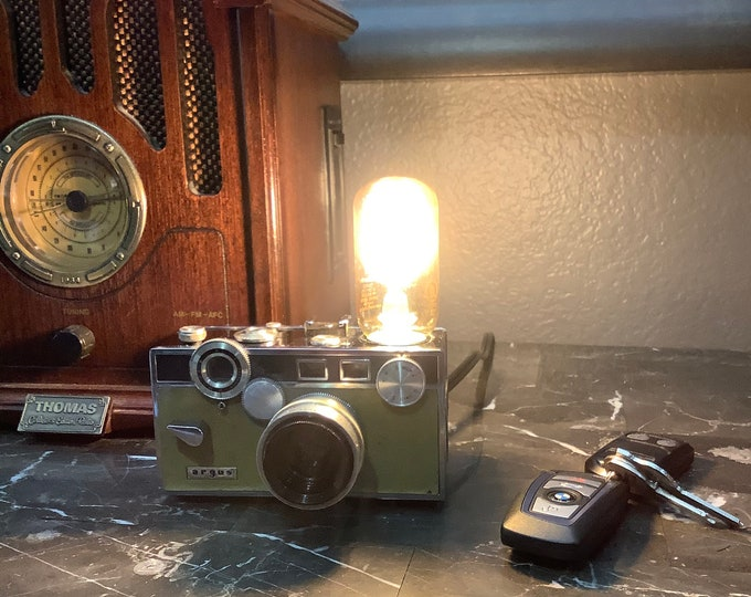 Lamp. Lightning .Camera accent light. Perfct Gift for photographers