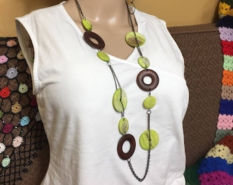 Retro Mod Shell & Wood Round Disc Necklace