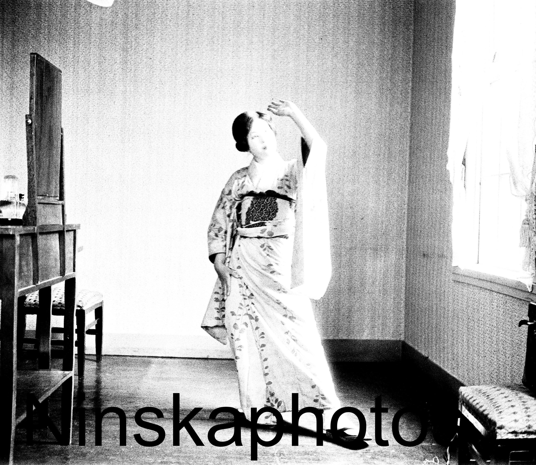 Japanese maid dancing 1920s tokyo japan black white