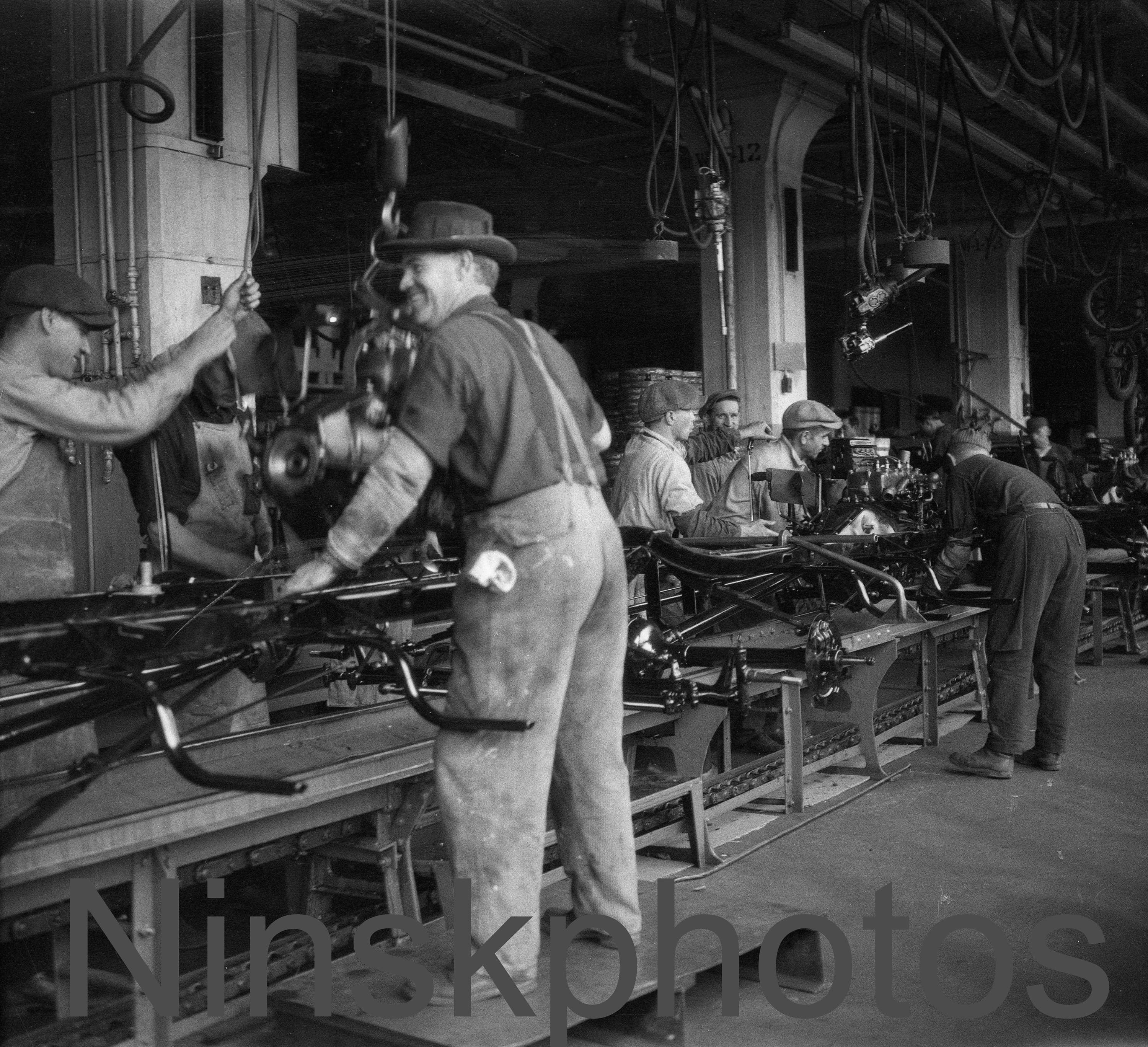 model t and assembly line