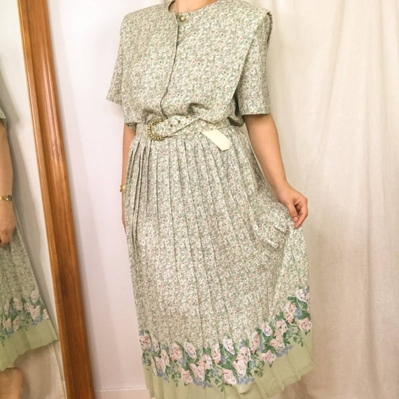 Vintage 80s Mint green Floral accordion pleat day