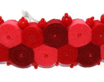 Red felt hairclip with Czech beads, red hair Accessories, red scarlet barrette, felted hairclip, felt barrette, red hairclip handmade