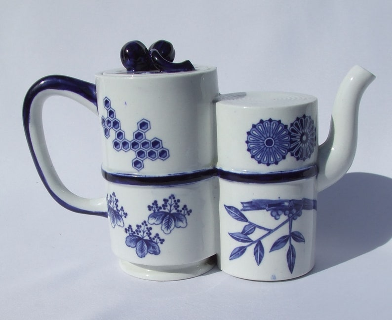 Antique Royal Worcester Anglo Japanese Aesthetic Movement Teapot Circa 1870/'s Blue and White Dr Christopher Dresser Style Scrolls /& Ribbons