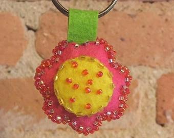 Daisy - Handmade Flower Key-chain Stitched in Felt