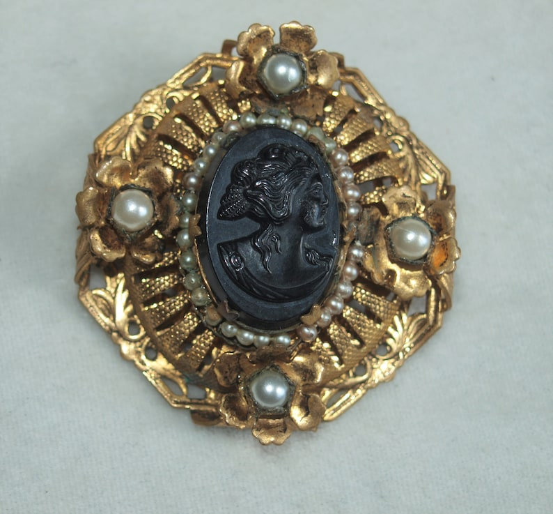 1930/'s Victorian Revival Ornate Cameo Brooch