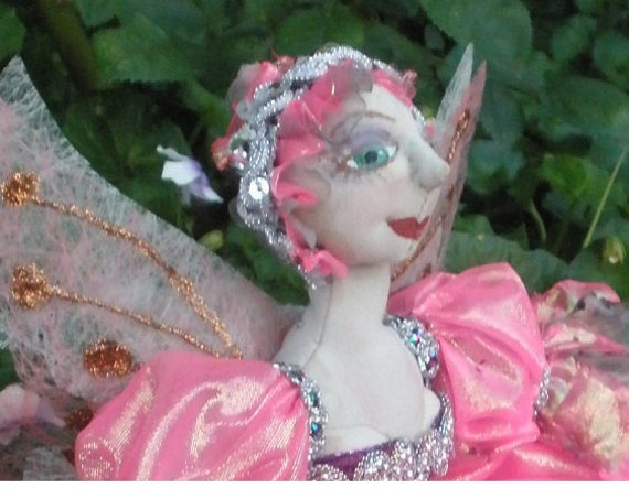 MM250E – ISABO- Isabo is a seated Fairy Cloth Doll Pattern