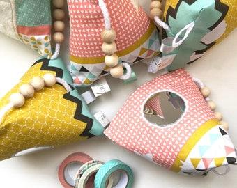 Cube bébé éveil, Cube sensoriel motricité, Bloc sensoriel bébé, Jouet Montessori tissu triangles, Hochet nouveau né, Cadeau naissance bébé