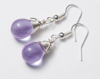 Lilac earrings with silver wire. Mauve earrings. Lavender earrings. Glass earrings.