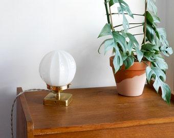 Vintage globe white pleated effect pose lamp / vintage luminaire
