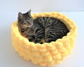 Chunky Chenille Cat Bed, Cat bed, Chenille yarn Pet bed, Vegan Yarn Pet bed, Bulky vegan yarn cat bed, Cat furniture, Cat Cave, Cat Bedding