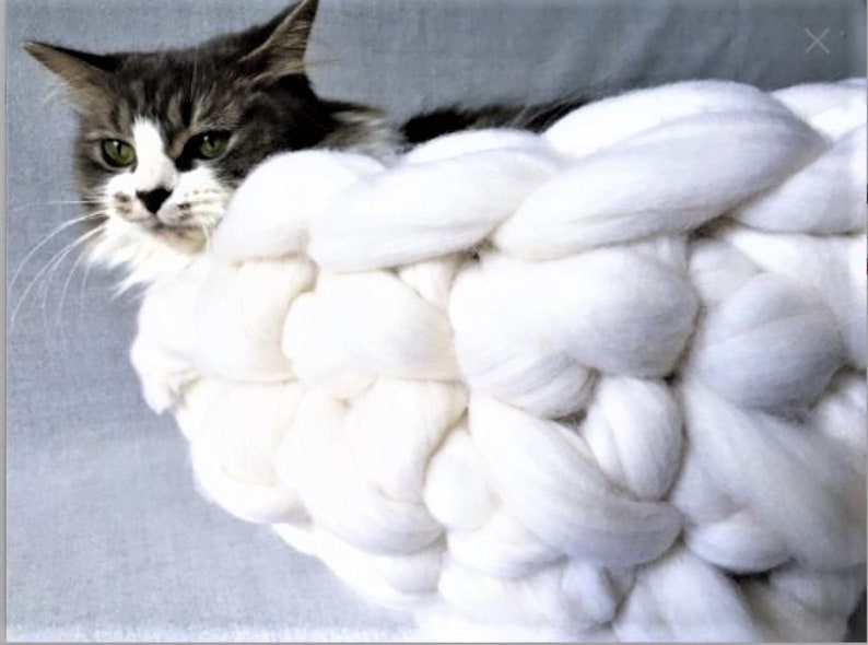 Cat Bed Chunky Knit Cat bed Pet bed Pet cave Pet Bedding image 0