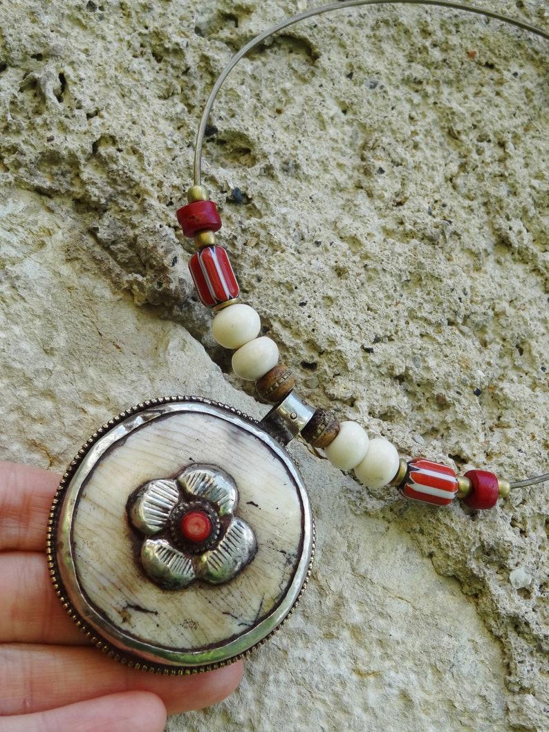 Nepalese neck tower conque ancient ceramic bone