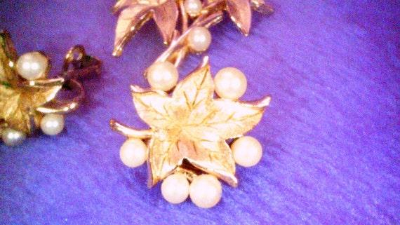Trifari brooch and earrings a283 - image 3