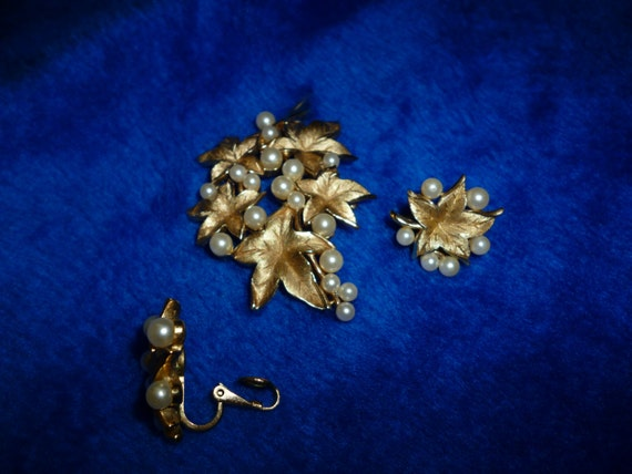 Trifari brooch and earrings a283