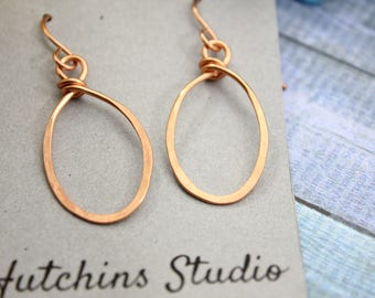 COPPER OVAL HOOP Earrings // Hammered Wire Earrings // Hammered Copper Earrings // Handmade Copper Earrings // Unique