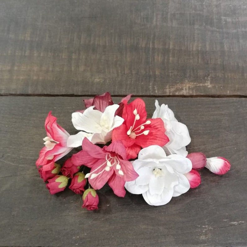 25-009 Mix Of Flowers KORA Projects Red And White Flowers Bouquet Of Flowers KORA Flowers KORA Passion Flowers