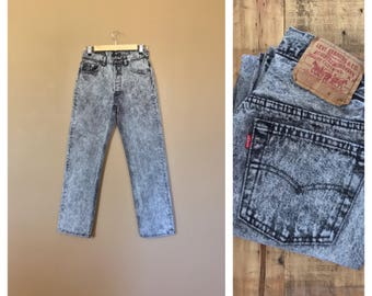 Tommy Hilfiger Jeans  High Waisted Jeans  90s JeansVintage High Waisted JeansMom JeansAcid Wash Jeans80s Jordache Jeans Guess Jeans