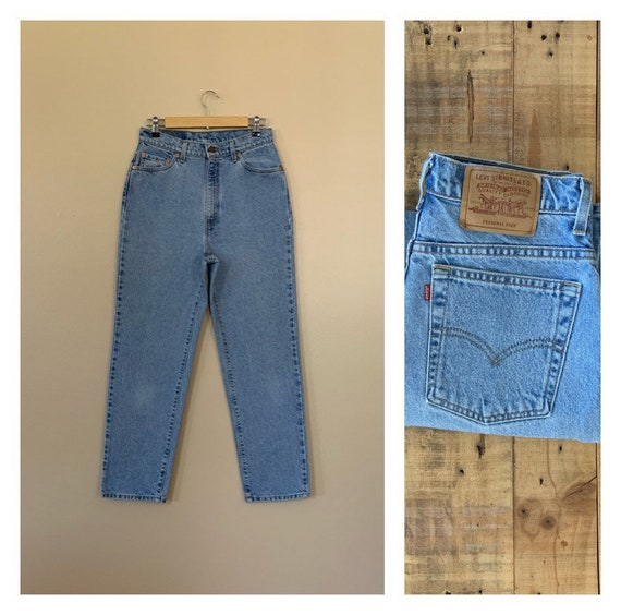 """30"""" Levis High Waisted Jeans Light Wash / 90's Lev"""