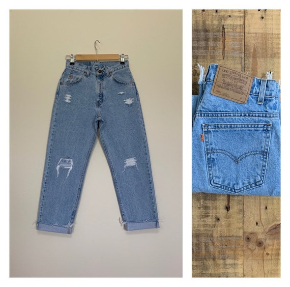 "27"" Levis Jeans High Waisted Size 3 / 90s Light Wa"
