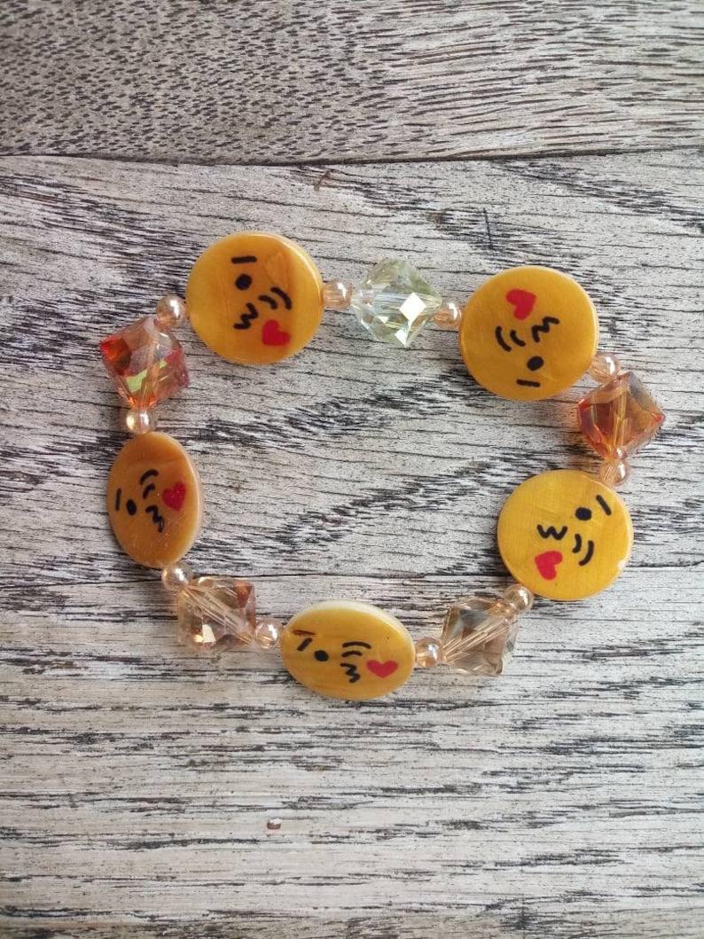 Stretchy Emoji Kiss Beaded Bracelet