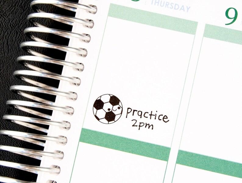 Heureux Football Jeu De Balle Pratique Tv Rappel Kawaii Autocollants Erin Condren Planificateur Midori Prune Mambi Personnel Kikkik Drôle Football