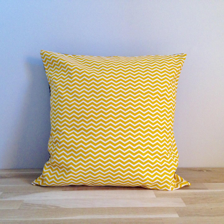 housse de coussin 40 x 40 cm jaune et bleu marine etsy. Black Bedroom Furniture Sets. Home Design Ideas