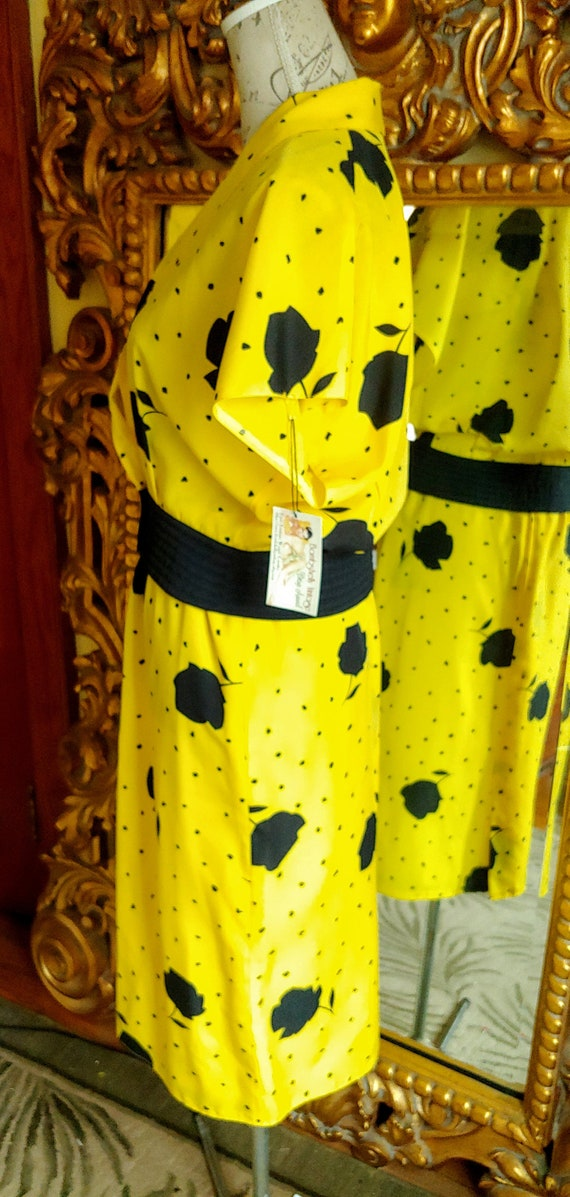 Vintage Marie France Bright Yellow and Black Two … - image 3