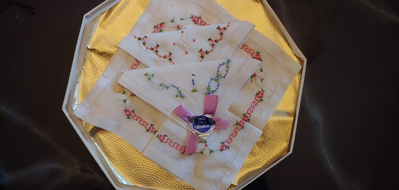 Lot of 3 1950/'s Gift Boxed Vintage Embroidered Hankerchiefs