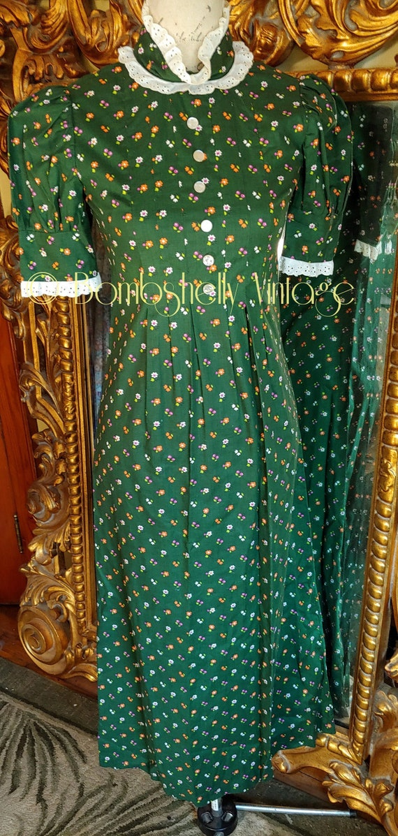 Vintage 70's Forest Green Calico Print Prairie Sty