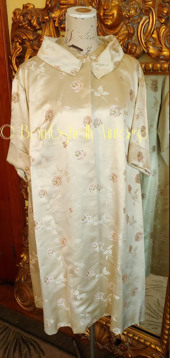 Gorgeous Vintage 50's Ivory Silk Coat with Pink Ro