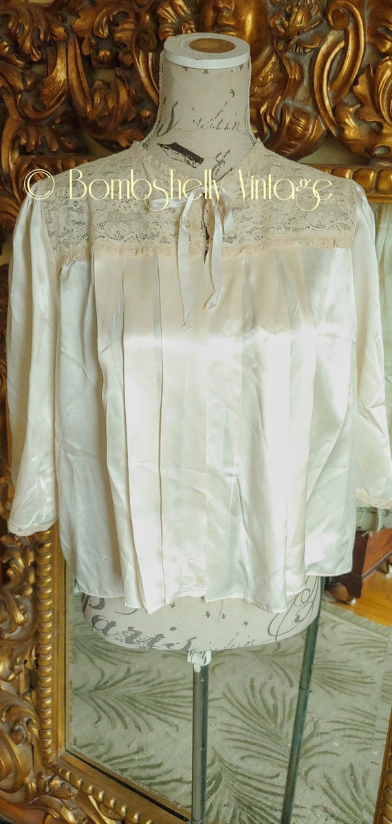 Vintage 40's White Silk and Lace Pleated Bed Jacke