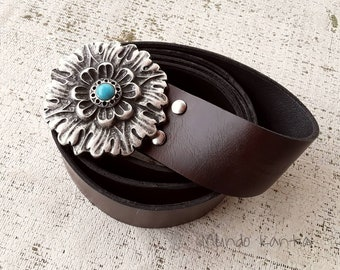 Women's leather belt. Leather belt with flower buckle. Leather belt with chapón. Boho belt with rose. Wide leather strap 4 cm. Gift for her.