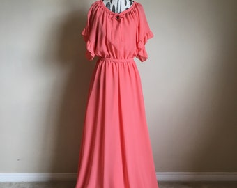 6815d27633 Maxi Dress 70s Peach Maxi Dress with Short Angel Sleeves - Size XS to Small
