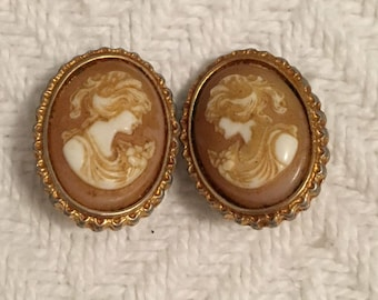 Vintage 1960s Cameo Clip On Earrings