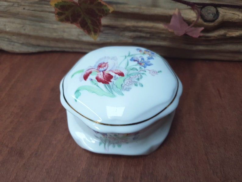 lidded trinket decorated with Iris flowers pill box Harrogate CRUSE fine bone china trinket box ring box