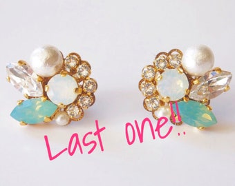 Green opal Swarovski white opal Swarovski cluster earrings crystals bridal earrings opal earrings bijou earrings cotton pearl earrings