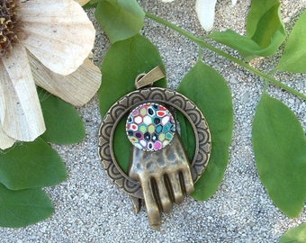 PENDANT HAND OF THE KING WITH MOSAIC CABOCHON