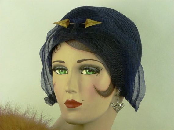 Vintage 1920s Cloche hat, French, deep blue  sisal