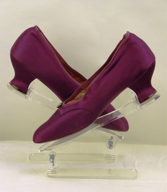 Exceptional pair of 1930s LILAC SILK SHOES, vintag