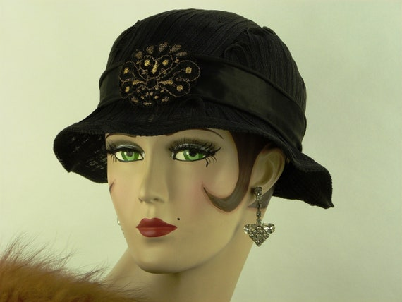 VINTAGE 1930s SLOUCH hat, black sisal beautifully