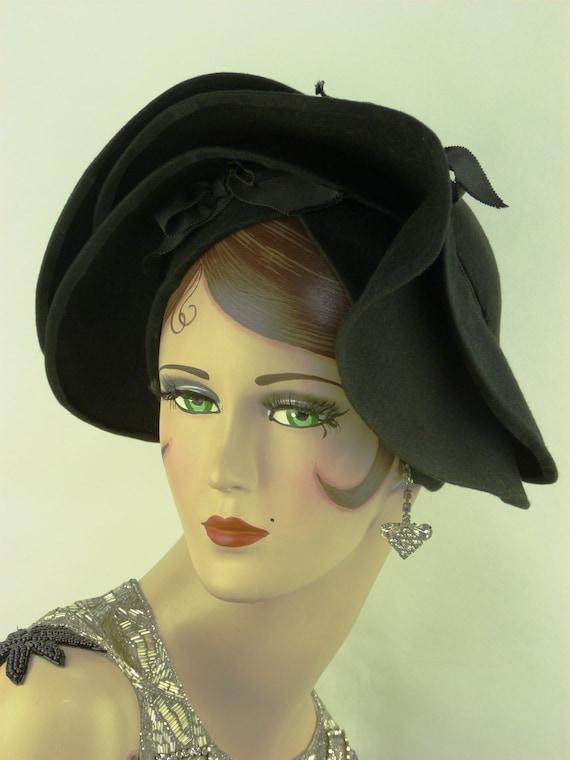 VINTAGE 1940s LILLY DACHE hat, black felt Betty Bo