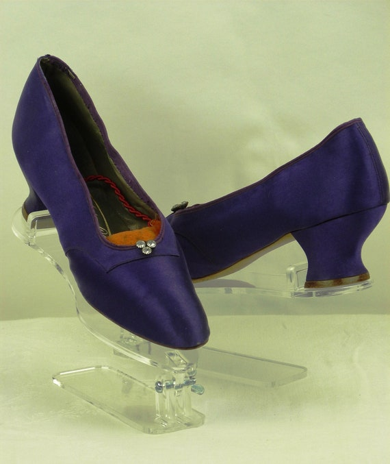 Exceptional pair of 1930s PURPLE SILK SHOES, vinta