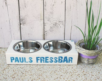 Wow outdoor eating for smaller dogs, cats and big four-legged