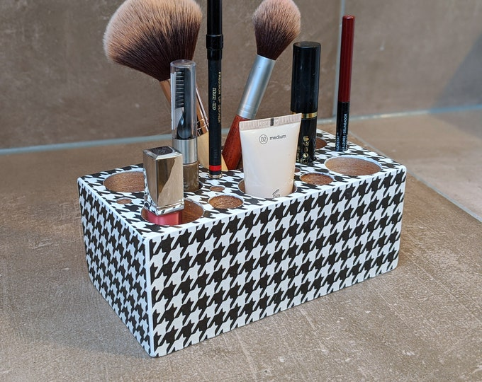 Featured listing image: Cute Organizer Box for Make Up - Cosmetics in PEPITA Pattern / Vichy / Rooster Kick