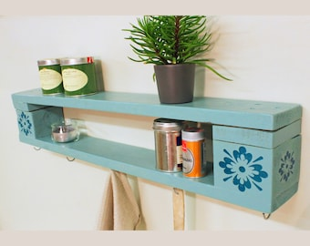 Charming all-purpose shelf in vintage design/retro shelf