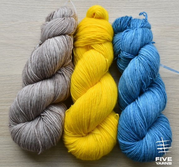 100/% Cashmere Fingering weight knitting yarn with Duckling Yellow 05