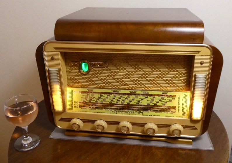 1955 Bluetooth Record Player speaker system radio with FM and Aux inputs Art Deco! 100watts