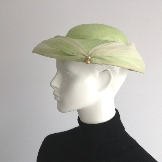 Vintage 1950s Apple Green Fabric Saucer Hat,  Plat