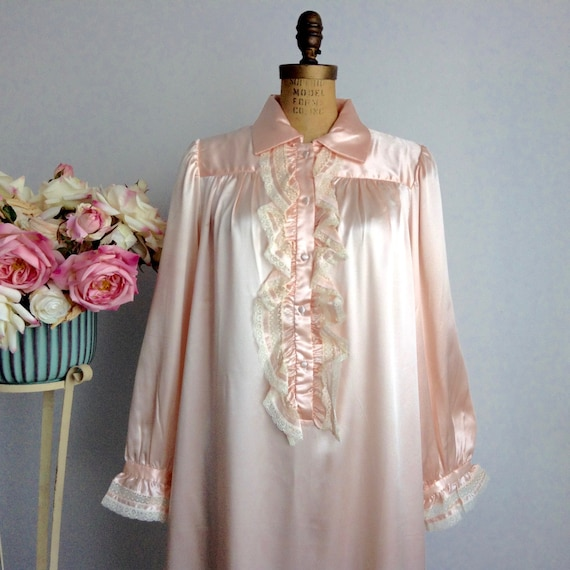 Vintage EVE STILLMAN Peach Color Lace Adorned Silk